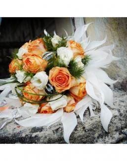 Bouquet of 25 roses: carrot and white | White roses flowers