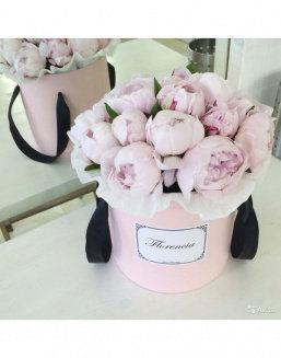 Peonies in a pink round box | Flowers on International Women's Day flowers